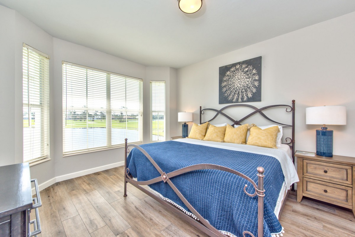 Great Master Bedroom with Natural Light and Lake View