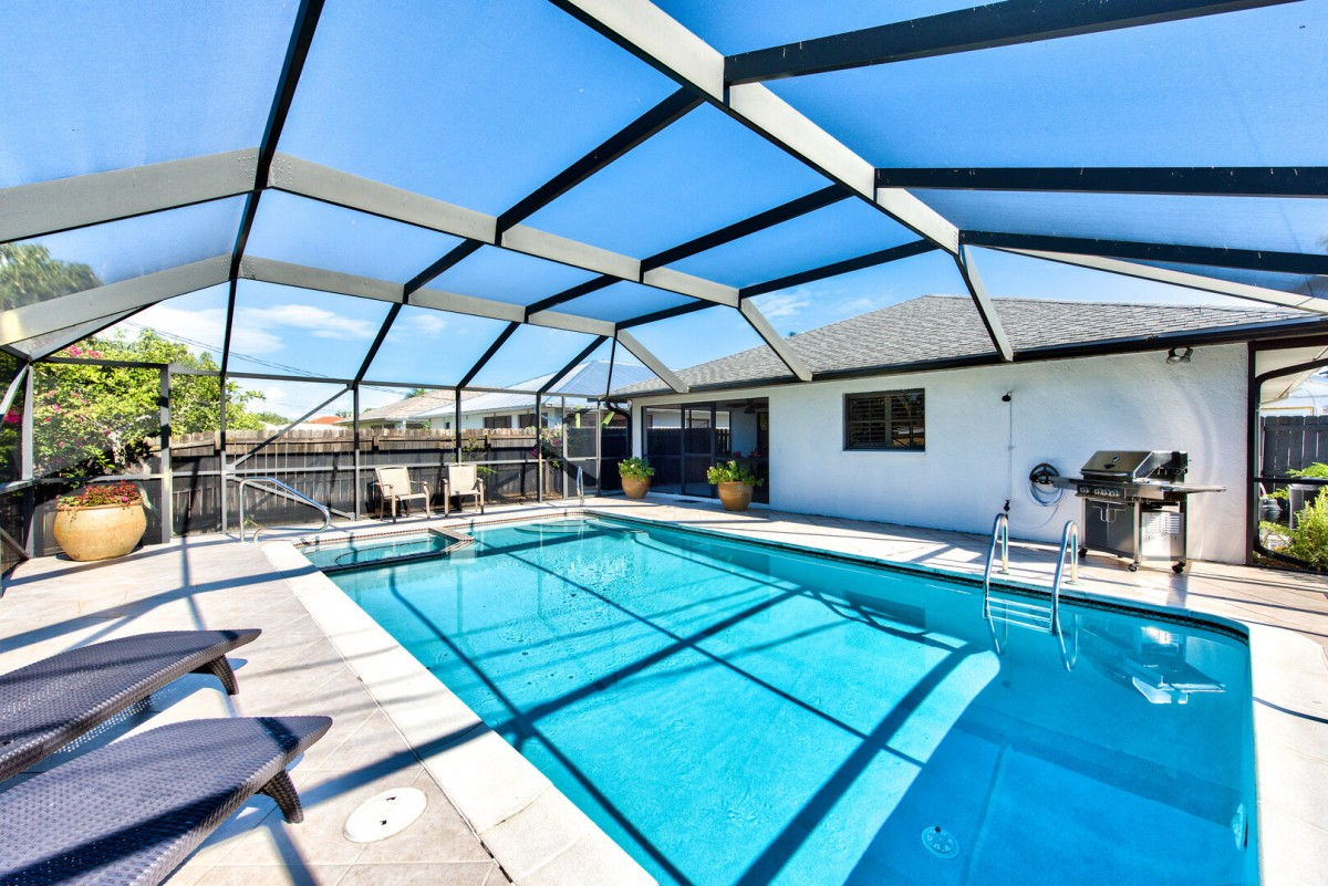 Great Private Enclosed Pool